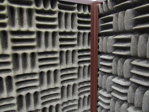 壁は吸音材使用